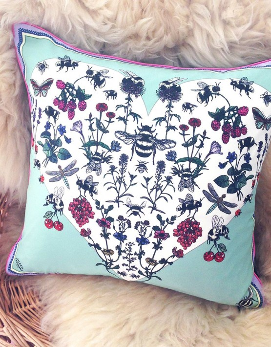 bumblee-silk-cushion-
